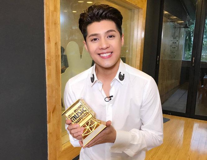 Noo Phước Thịnh hạnh phúc và vinh dự khi nhận được giải thưởng Nghệ sĩ châu Á xuất sắc tại MAMA 2016.