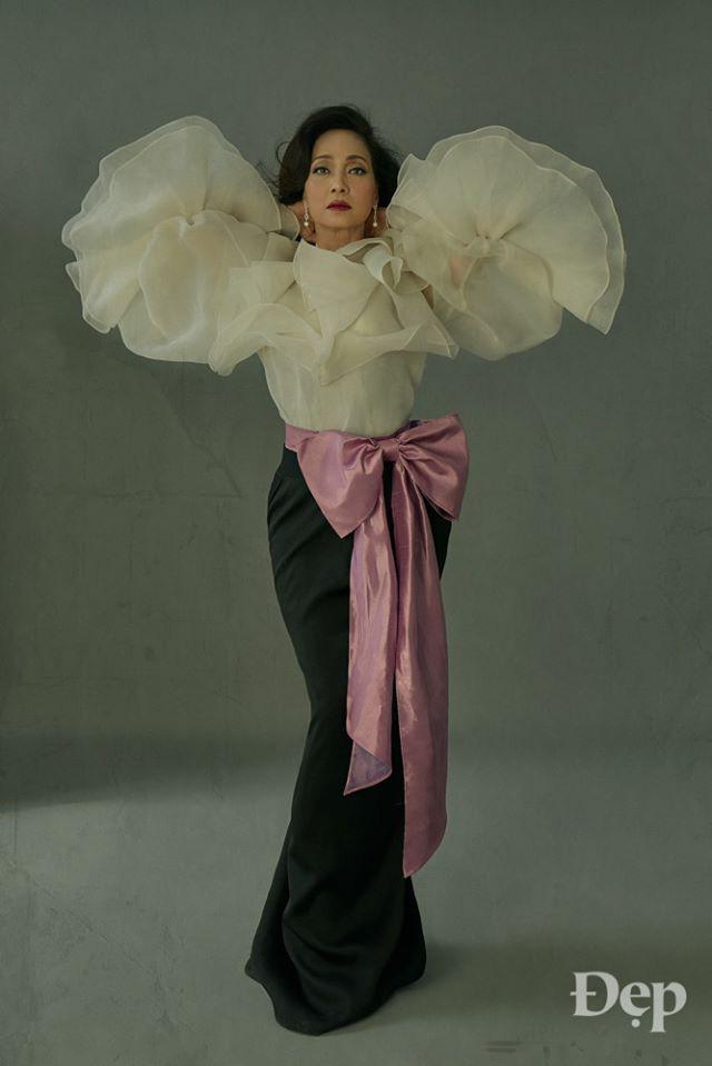 Nghệ sĩ Lê Khanh trở lại ấn tượng trong bộ ảnh được thực hiện bởi tạp chí Đẹp.
