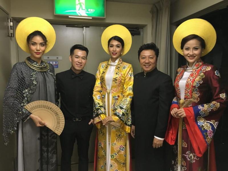 """Năm 2017 – NTK Sĩ Hoàng được mời tham gia Ngày """"Văn hóa Việt Nam – Seoul – Hàn Quốc""""."""