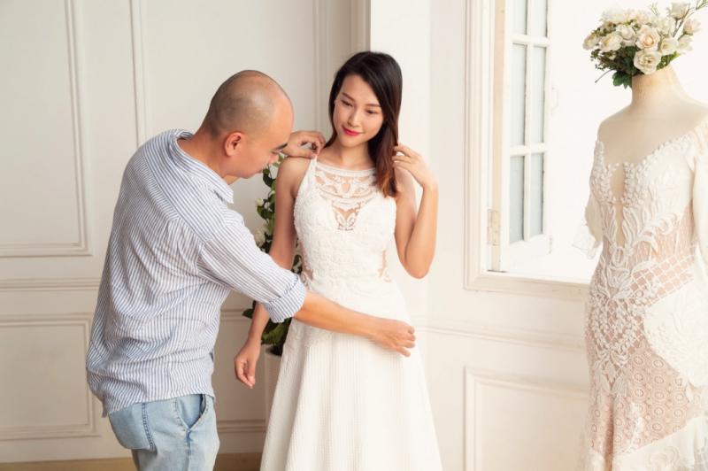 Nói đến NTK Trương Thanh Hải, người yêu thời trang sẽ nghĩ ngay tới áo cưới và những bộ cánh dạ tiệc lộng lẫy.