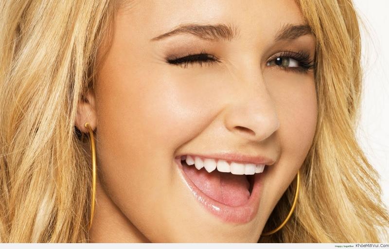 Hãy chạy theo người nào đó làm bạn mỉm cười, bởi chỉ có nụ cười là tồn tại mãi mãi. Nếu cuộc sống không thích mỉm cười với bạn, bạn hãy mỉm cười và nhìn thẳng vào nó.