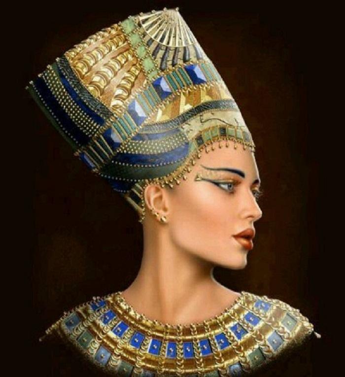 Nữ hoàng Shubad người đầu tiên dùng son.