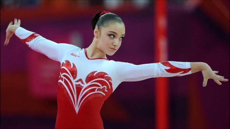Aliya Mustafina sinh trưởng trong một gia đình có truyền thống về thể thao