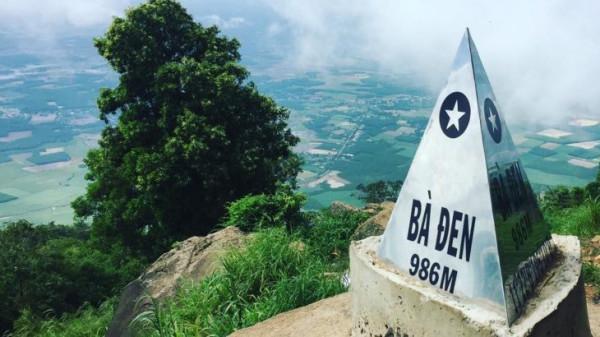 Trên đỉnh núi Bà Đen