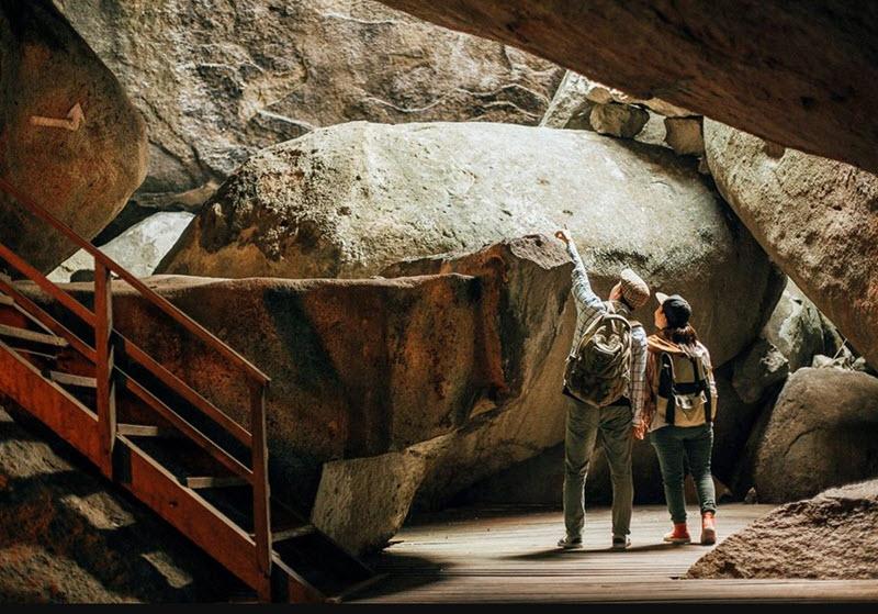 Khám phá hang động trong đồi Tức Dụp