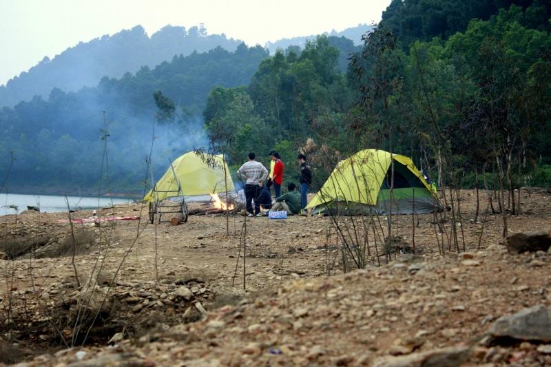 Cắm trại đêm hồ Núi Bàu