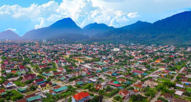 Vẻ đẹp của núi Hồng Lĩnh được ví như vẻ đẹp đằm thắm mặn mà của người con gái Việt Nam.