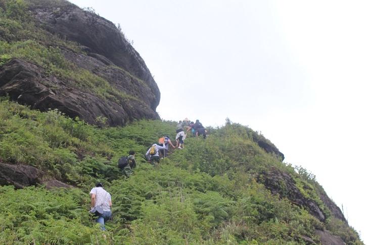 Đường lên núi Lảo Thẩn