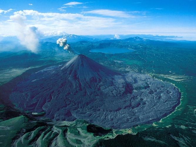 """Núi lửa Kamchatka được mệnh danh là """"vùng đất của núi lửa và vòi phun nước nóng"""""""