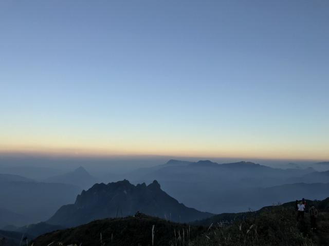 Núi Muối thuộc dãy Bạch Mộc Lương Tử với đỉnh cao trên 3000 m và là ranh giới giữa Lai Châu và Lào Cai.
