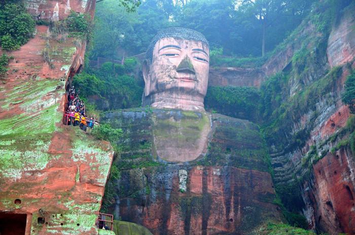 Tượng Phật trên núi Nga Mi