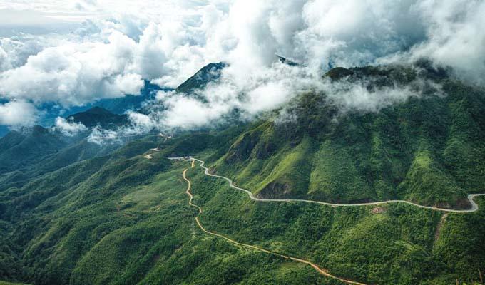 Núi Ngọc Linh hoang vu hùng vĩ