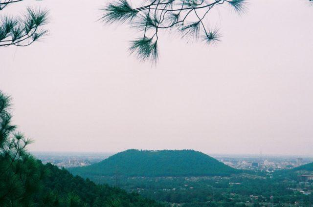 Đây là ngọn núi rất gần gũi với người dân Huế từ thời xa xưa, và có tầm quan trọng trong lịch sự của cố đô Huế.
