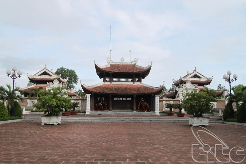Cổng ngoài trên đỉnh Núi Quyết, tỉnh Nghệ An