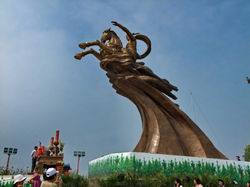 Nơi đây, theo truyền thuyết chính là nơi Thánh Gióng cùng ngựa thần bay trở về trời.