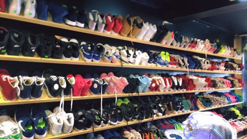 Ở đây chúng ta có thể tìm được rất nhiều mẫu giày phụ kiện độc đáo
