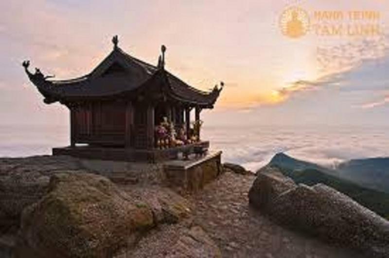 Chùa đồng trên đỉnh núi Yên Tử