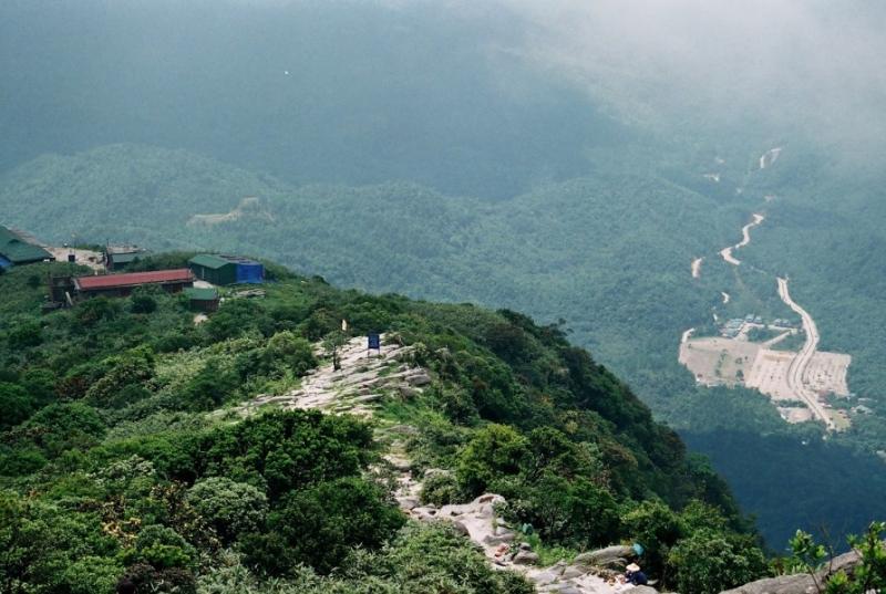 Đỉnh núi Núi Yên Tử