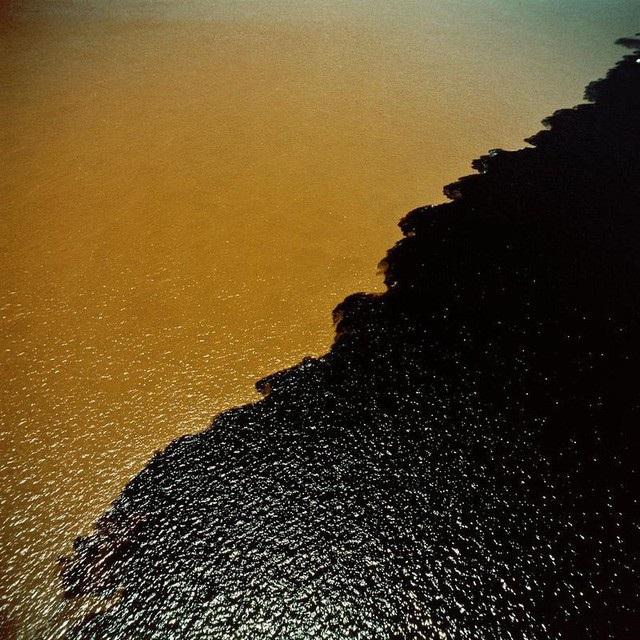 Những vùng nước biển xuất hiện hai màu khác nhau