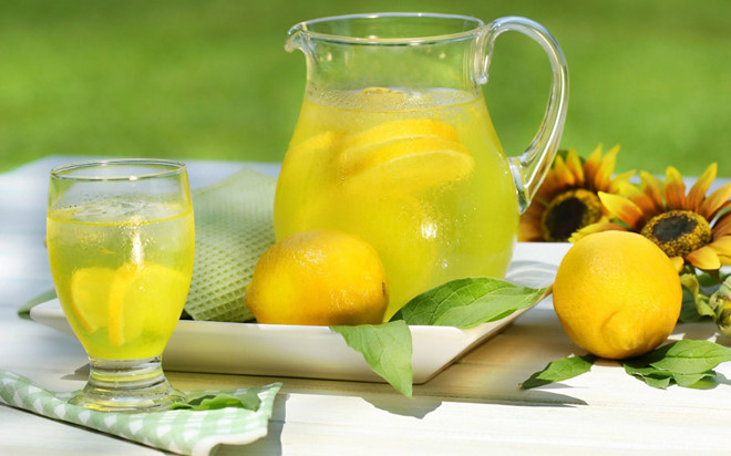 Uống nước chanh vào buổi sáng tốt cho cơ thể