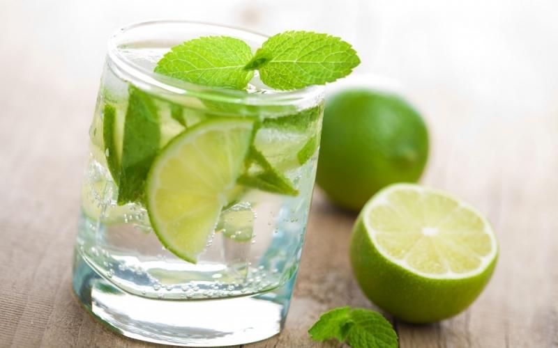 Nước chanh là một cách rất hiệu quả và đơn giản giúp làm mờ sẹo