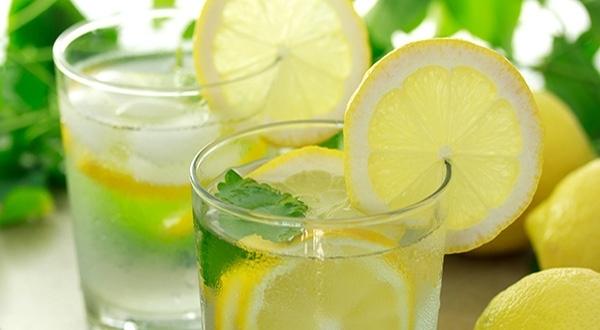 Nước chanh rất giàu vitamin C và khoáng chất