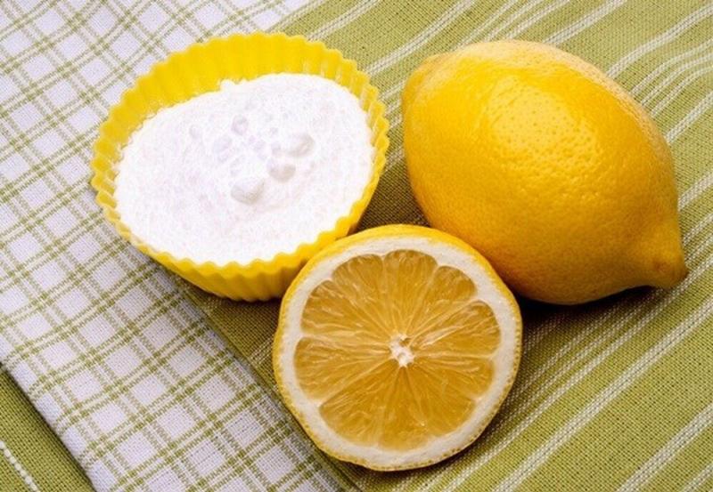 Nước cốt chanh và baking soda (thuốc muối)