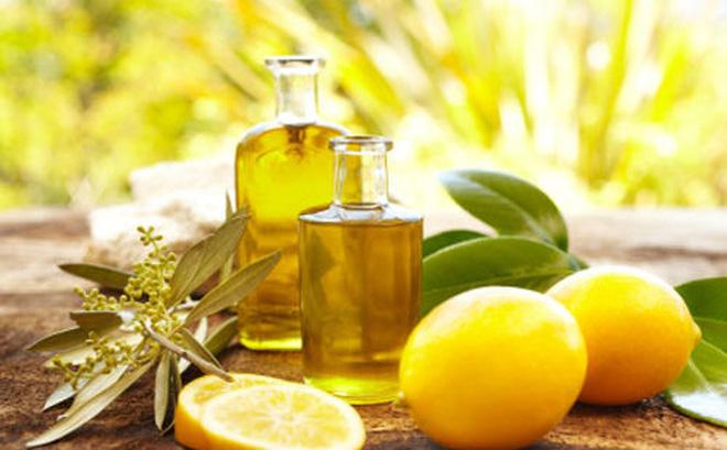Nước cốt chanh với dầu ô liu và dầu vitamin E