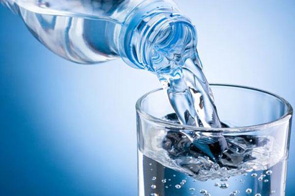 Uống nước điện giải ion vào buổi sáng tốt cho cơ thể