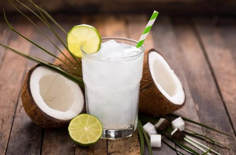 Uống nước dừa vào buổi sáng tốt cho cơ thể