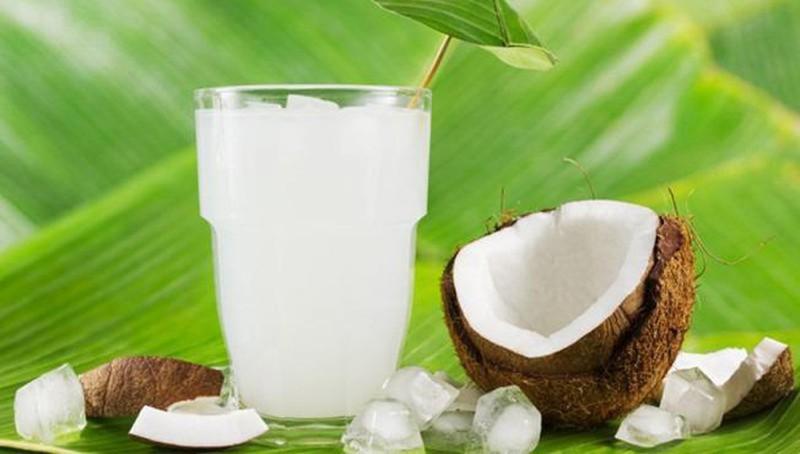 Nước dừa là loại nước giải khát được ưa chuộng