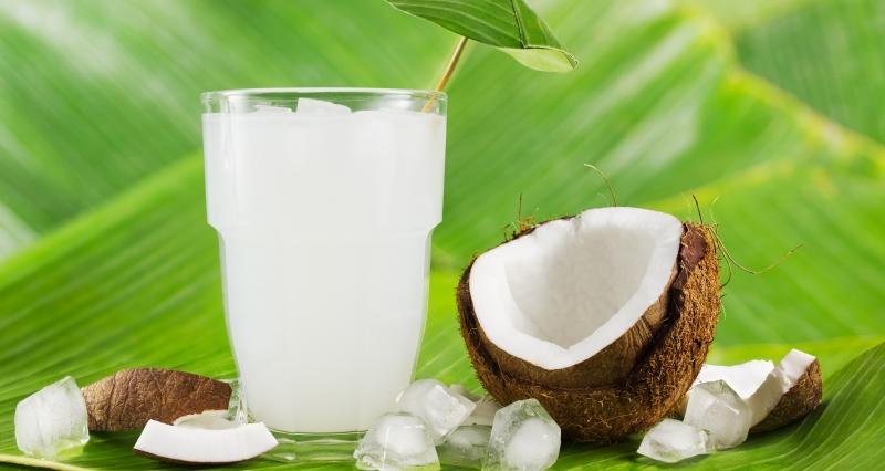 Nước dừa chứa lượng calo rất ít nhưng nó lại cung cấp đầy đủ dưỡng chất cho cơ thể