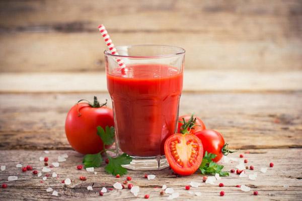 Mỗi ngày nên uống 1 ly nước ép cà chua để có một sức khỏe tốt