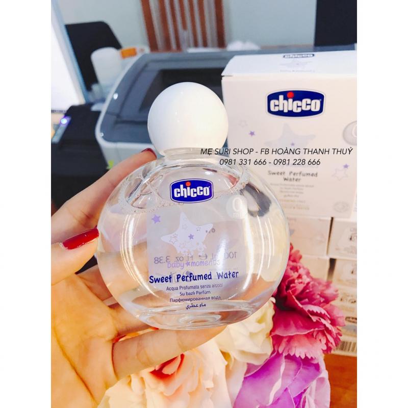 Công thức của sản phẩm không chứa cồn và chất tạo màu, không hương liệu, không parabens  như các loại nước hoa thông thường khác nên không gây kích ứng, dị ứng da cho bé
