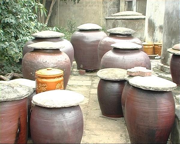 Nước mắm Diêm Điền - Thái Bình được làm hoàn toàn bằng phương pháp thủ công.