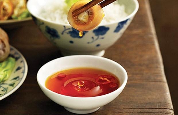 Nước mắm Gành Đỏ với vị mặn đậm đà không thể trộn lẫn với hương vị các loại mắm khác.