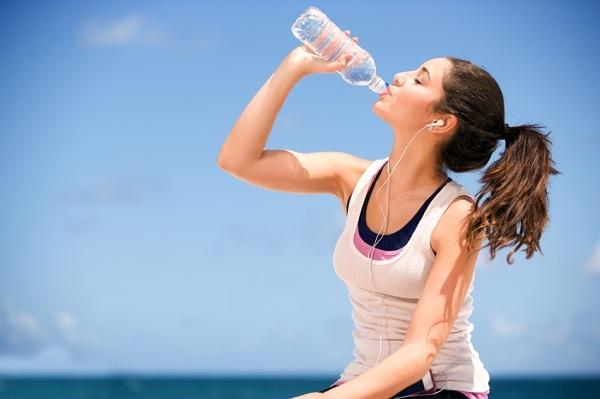 Nước uống thể thao không nên uống cùng thuốc