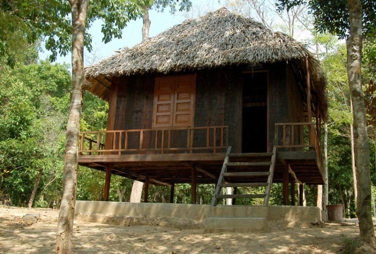 Những căn nhà gỗ lưu trú tại Thác Mai