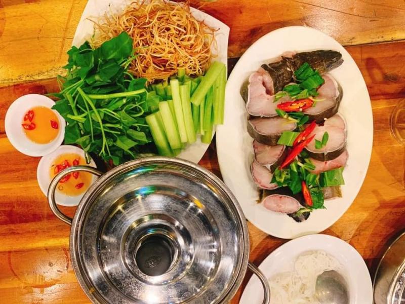 Menu tại Ốc Nhớ Hội An cực kỳ đa dạng với rất nhiều loại hải sản tươi sống cùng những món ăn dân dã đậm chất ẩm thực Việt