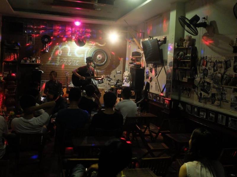 Giao lưu âm nhạc tại quán.