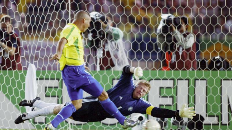 Sai lầm chết người của Oliver Kahn trong trận chung kết World Cup 2002 với Brazil
