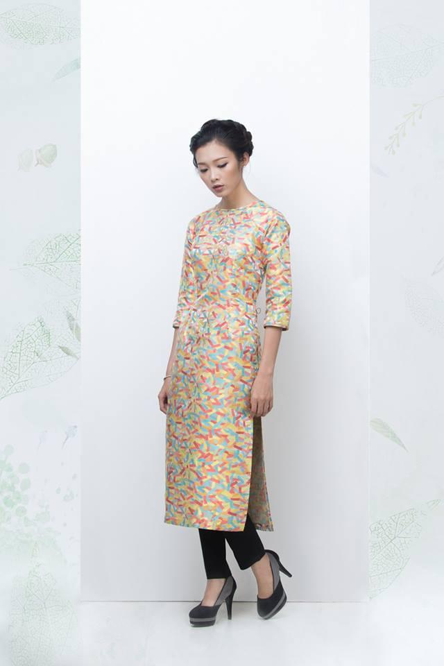 Đến với OLV bạn không thể nào rời mắt khỏi những chiếc áo dài vô cùng đẹp và mang phong cách vintage này