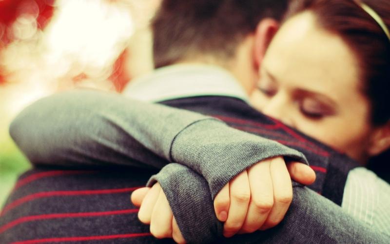 Hãy ôm đối phương để họ cảm thấy hạnh phúc bạn nhé