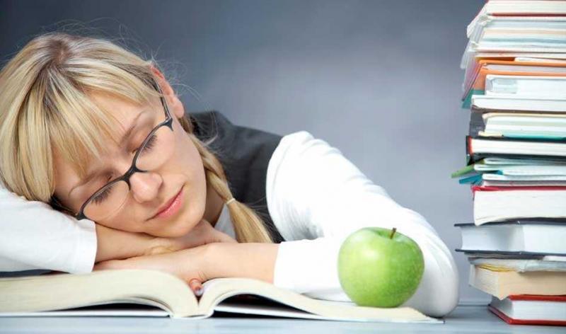 Ôn bài trước khi đi ngủ là một trong những phương pháp ôn thi vào lớp 10 hiệu quả