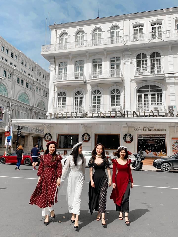 OnOn MADE đem trở lại những mẫu áo dài cách tân với họa tiết thiết kế đặc sắc với sự đầu tư và chú trọng rất nhiều cho mỗi bộ áo dài