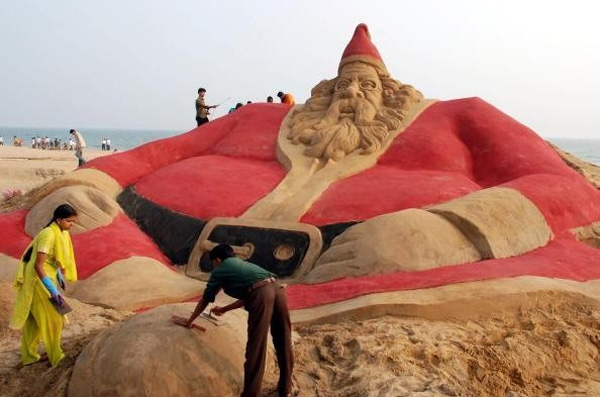 Ông già Noel bằng cát lớn nhất thế giới