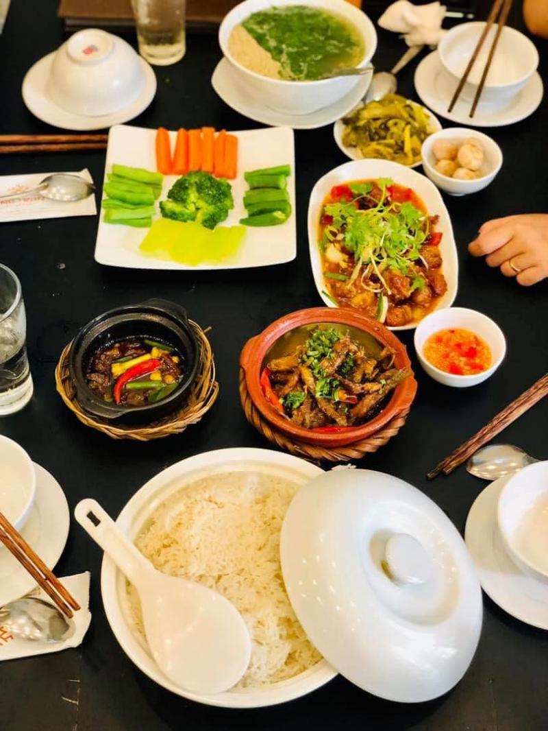 Ông Trần Restaurants