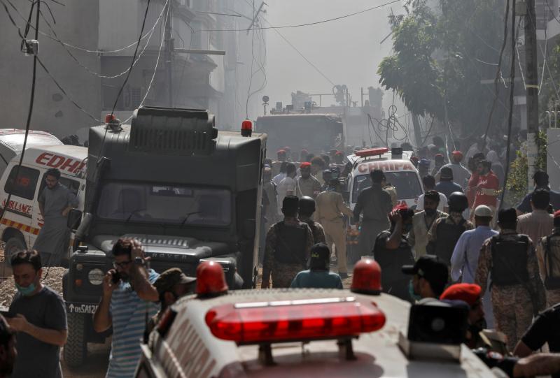 Tình trạng ô nhiễm hiện tại – gây nên do bụi bẩn, người dân đốt rơm rạ trên cánh đồng, và khí thải từ các nhà máy, lò gạch ở Pakistan