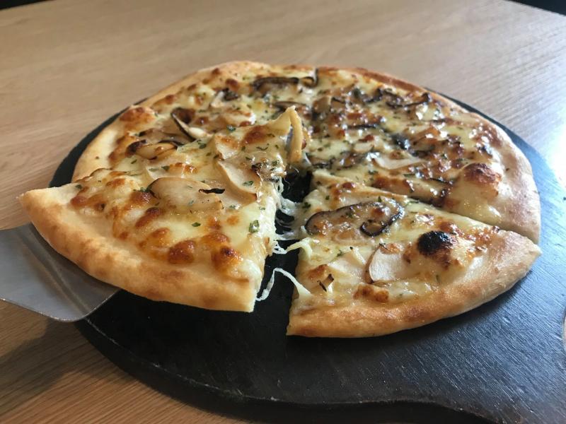 Món pizza nấm tại Papas' Chicken Ngoại Giao Đoàn