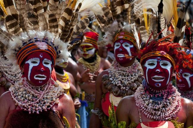 Các bộ tộc người bản địa